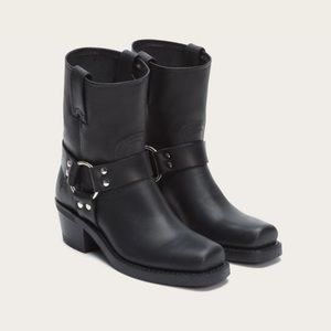 FRYE Harness 8R Black Leather Boots